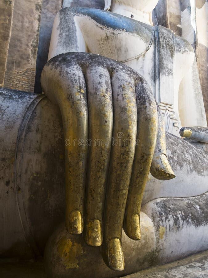 Tempel för närbild för Buddhastatyhand gammal i Asien royaltyfri fotografi