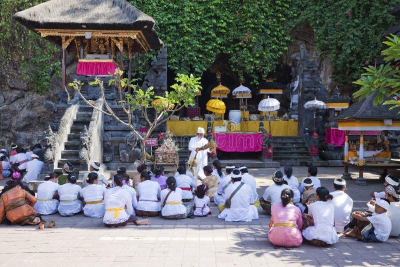 tempel för pura för böner för bali goaindonesia lawah royaltyfri bild
