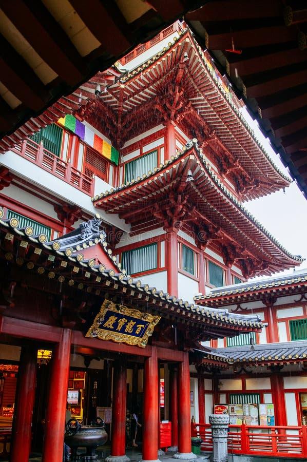 Tempel för reliker för Singapore Buddhatand med kinesisk arkitekturnolla royaltyfri bild