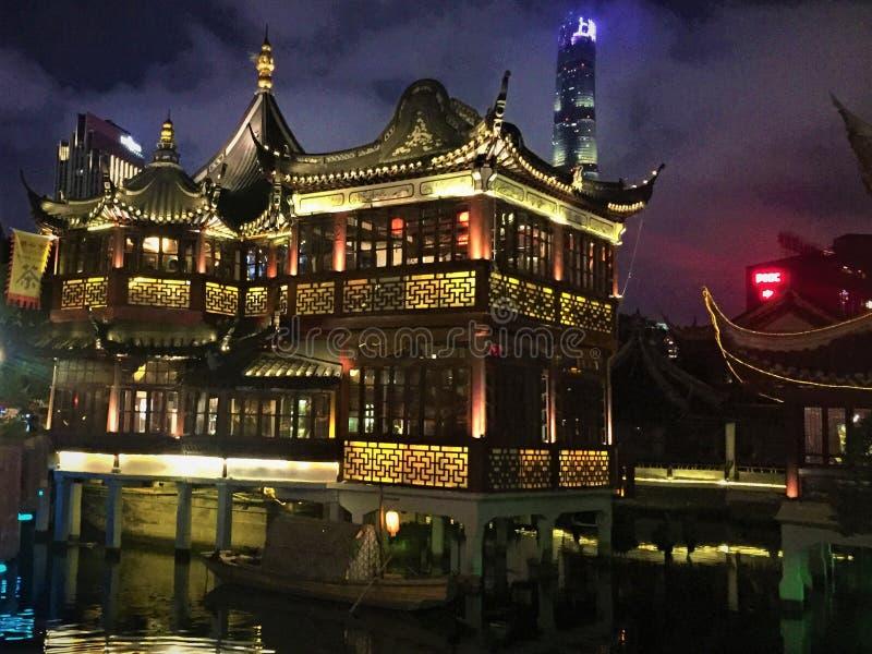 Tempel f?r Shanghai gammal stadsgud royaltyfria bilder