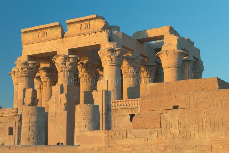 tempel för solnedgång för ombo för egypt komlampa royaltyfri foto