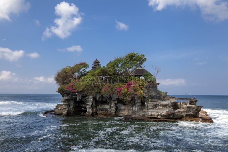 Tempel för Tanah lottvatten i den Bali ön, Indonesien Utomhus- Indone arkivfoton