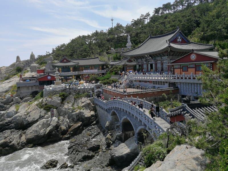 Tempel Haedong Yonggungsa, Busan stockbilder