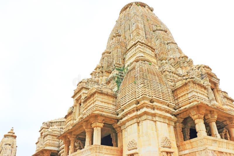 Tempel i det massiva Chittorgarh fortet och jordning rajasthan Indien royaltyfri foto