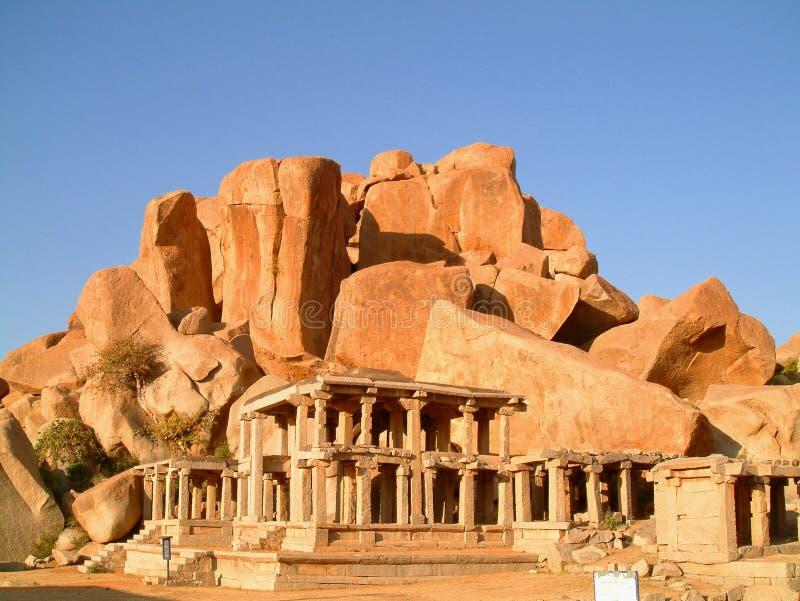 Tempel infront der Fluss-Steine stockfoto