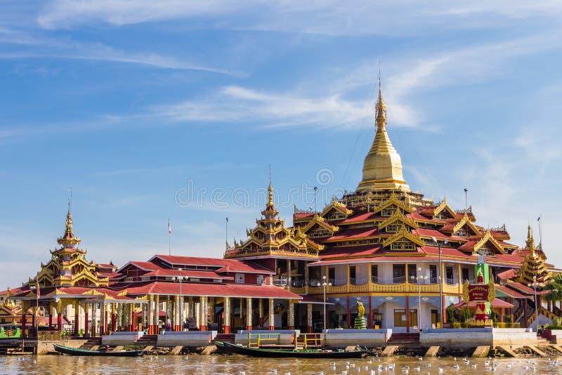 Tempel inlesjö i Myanmar (Burmar) royaltyfria foton