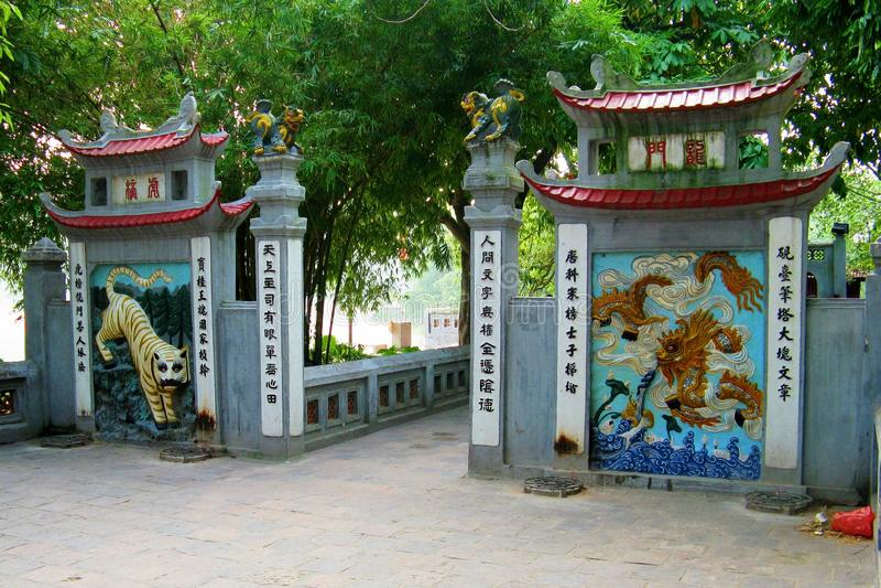 Tempel Jade Mountains lizenzfreies stockfoto