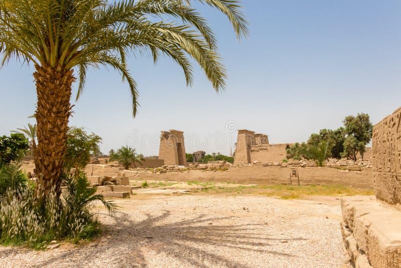 Tempel Karnak i den forntida staden av Thebes, modern-dag Luxor, Egypten royaltyfri fotografi