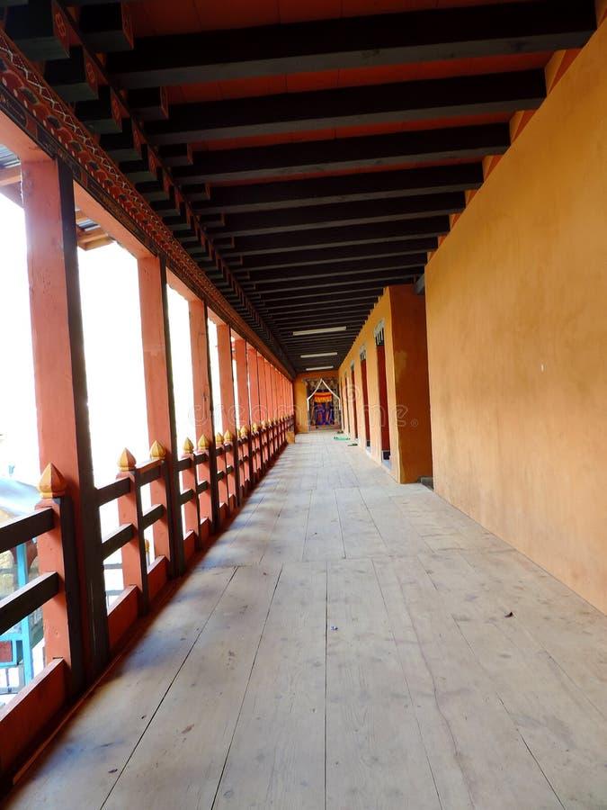 Tempel Lhakhang Karpo in Haa-Tal gelegen in Paro, Bhutan stockfotos