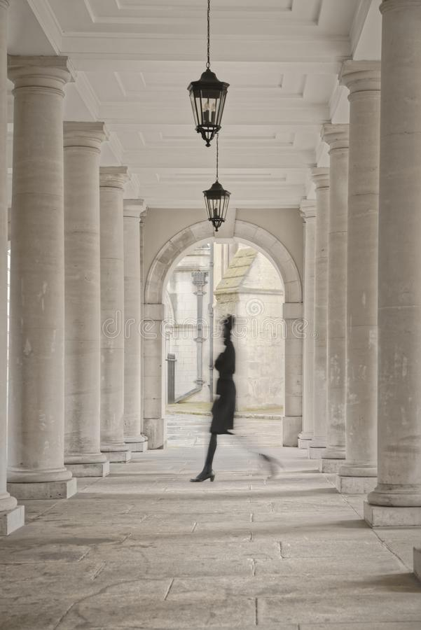 Tempel, Londen, Engeland: colonnadepijlers stock foto