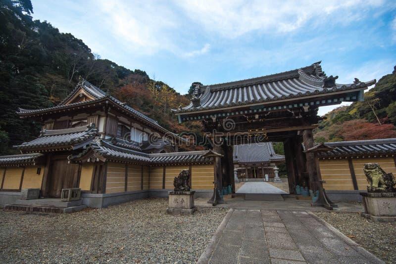 Tempel in Minoo Park in de Herfstseizoen, Minoh, Osaka, Kansai, Jap stock afbeeldingen