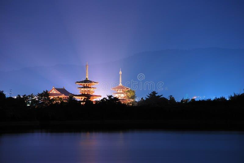 Tempel mit dem hellen Ausstrahlen lizenzfreies stockbild