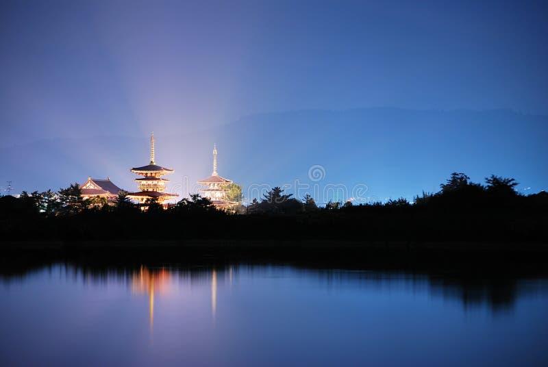 Tempel mit dem hellen Ausstrahlen stockbilder