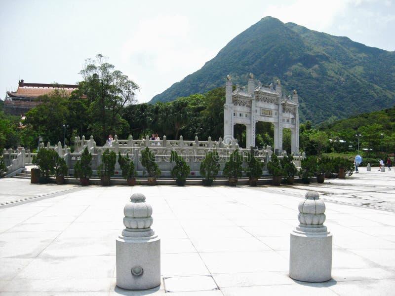 Tempel nära jätte- Buddha arkivfoto