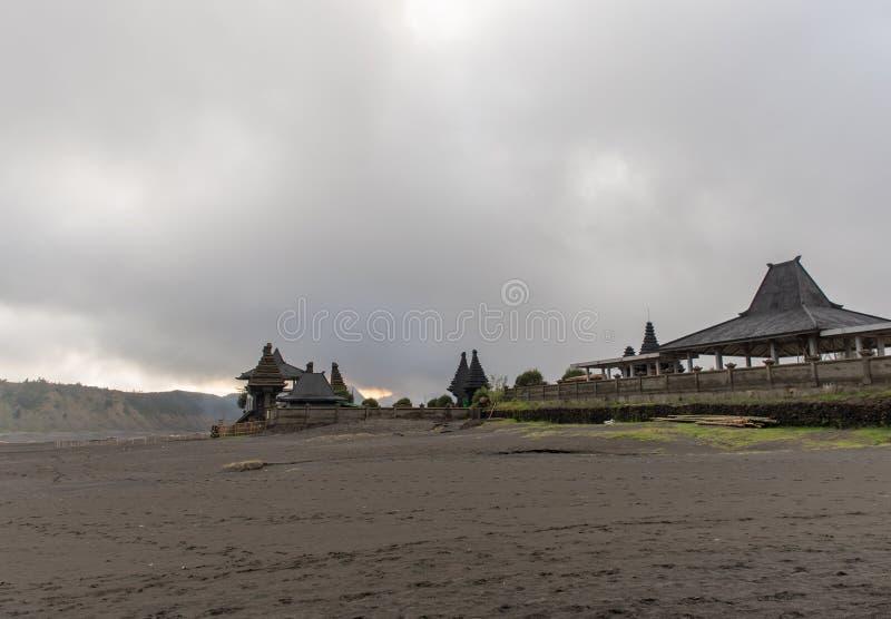 Tempel nahe Bromo-Vulkan lizenzfreie stockfotografie