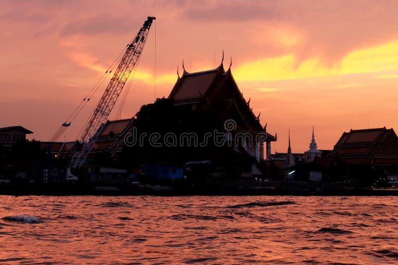 Tempel onder de zonsondergang royalty-vrije stock foto's