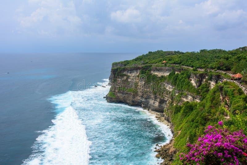 Tempel Pura Luhur Uluwatu på klippan, Bali, Indonesien royaltyfri foto