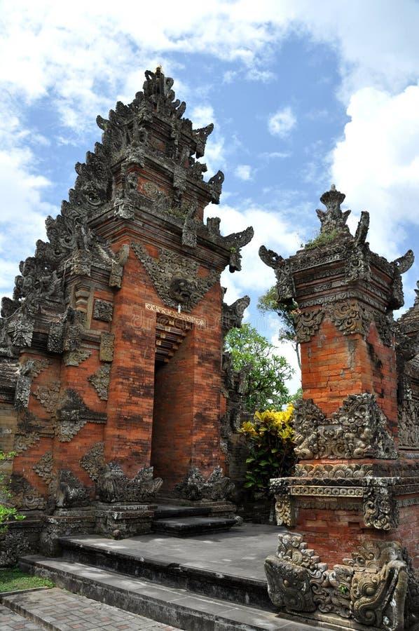 Tempel Puseh in Batuan-dorp op Bali stock foto