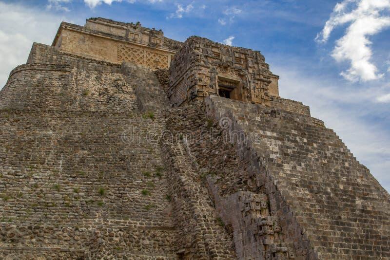 Tempel Pyramide i Uxmal - forntida Maya Architecture Archeological Site Yucatan, Mexico fotografering för bildbyråer