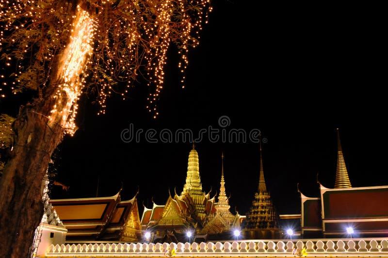 Tempel Smaragd-Buddha- oder Reisestandorts wat Phra Kaew und Markstein in Thailand in der Nacht lizenzfreie stockfotografie