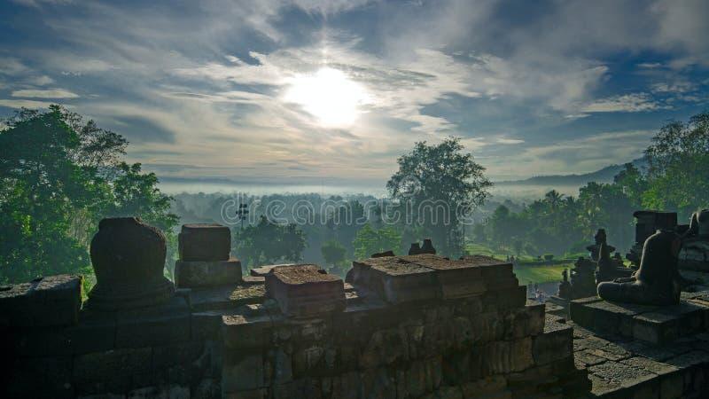 Tempel som är borttappad i djungeln royaltyfria bilder