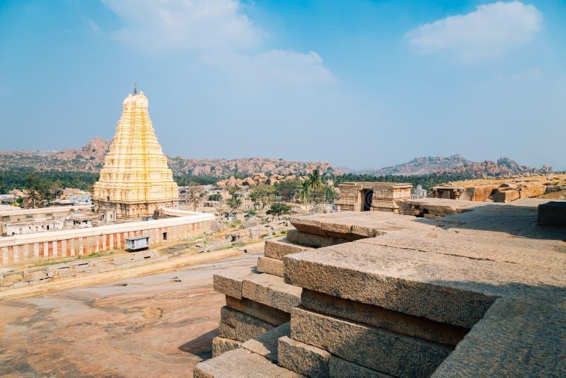 Tempel Sri Virupaksha von Hemakuta-Hügel in Hampi, Indien stockbilder