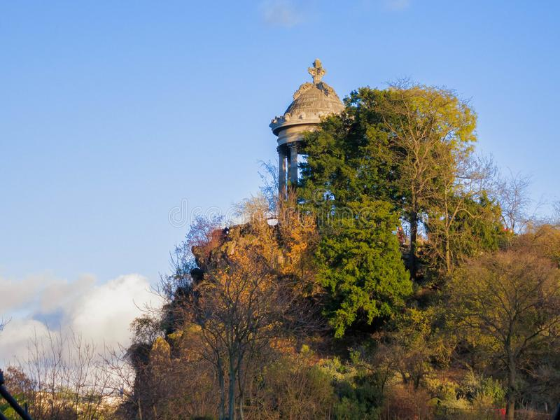 Tempel Sybille i Parc des Buttes Chaumont royaltyfria foton