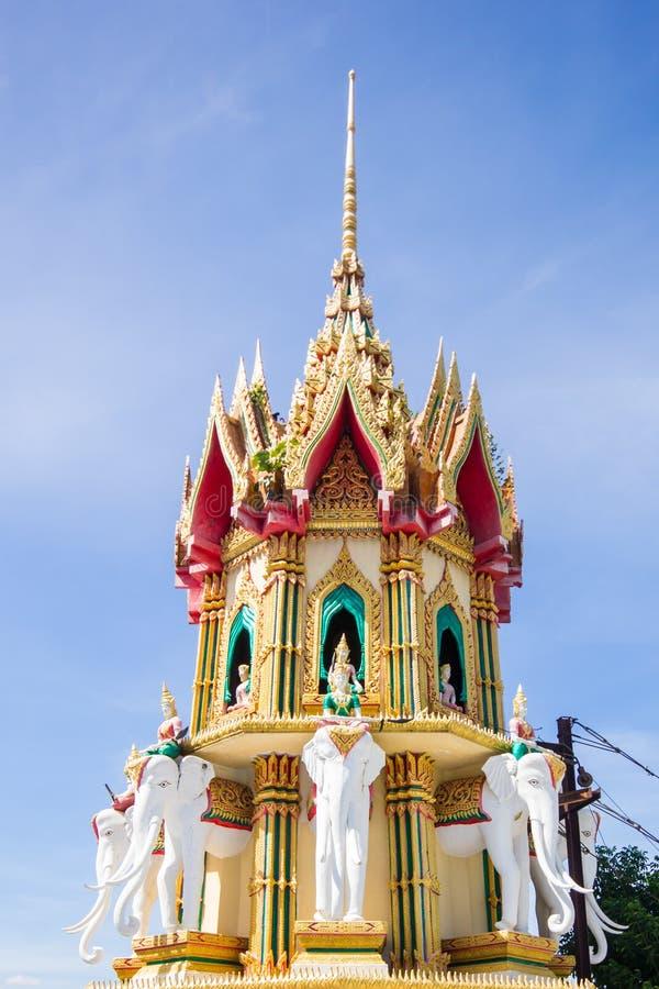 Tempel thai buddha i Thailand på Kanchanaburi arkivfoto