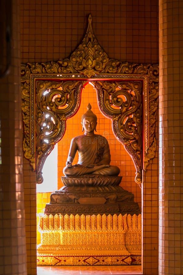 Tempel thai buddha i Thailand på Kanchanaburi royaltyfri bild