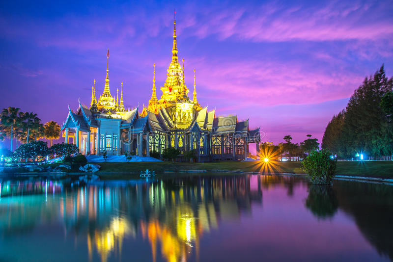 Tempel Thailand (wat nonkhum) lizenzfreies stockfoto