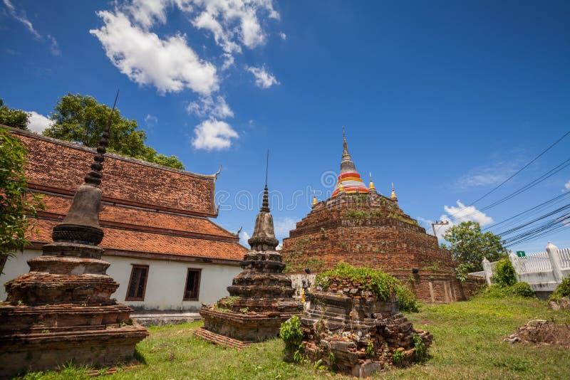 Tempel in Thailand wird Wat Ratchaburana, Phitsanulok genannt lizenzfreie stockfotografie