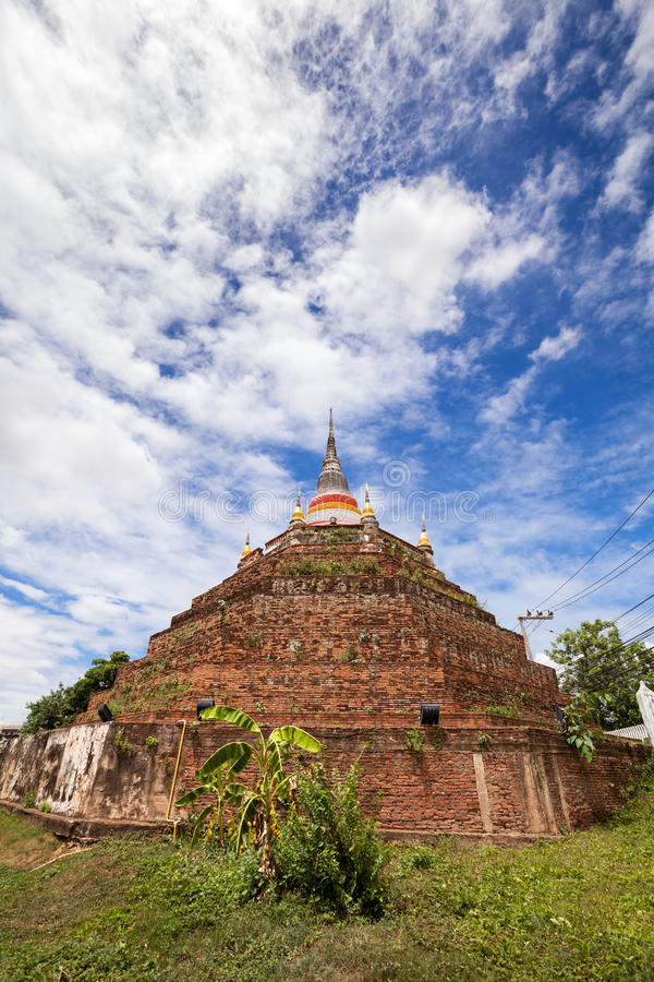 Tempel in Thailand wird Wat Ratchaburana, Phitsanulok genannt stockbild