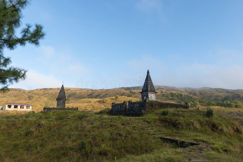 Tempel två som strukturer nära Cherrapunjee, Meghalaya, Indien royaltyfri bild