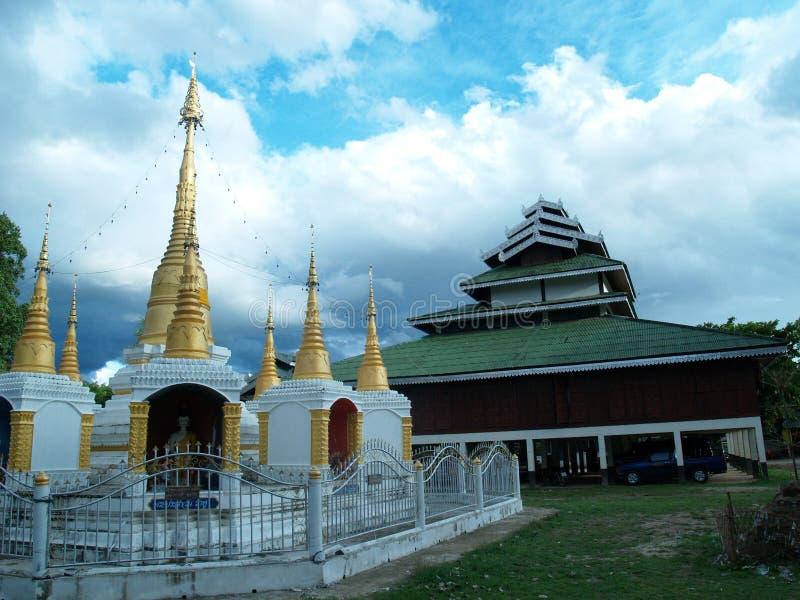 Tempel und chedis. Pai, Thailand stockbild