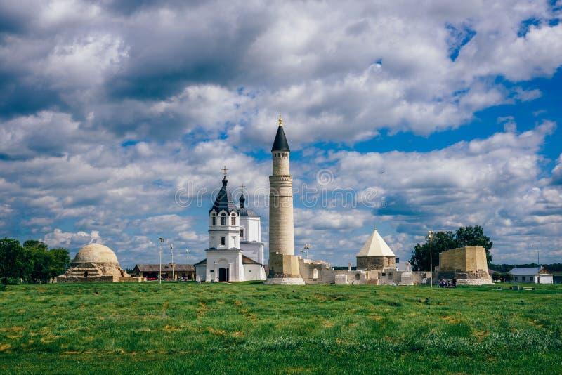 Tempel und Gebäude des Bolghar-Hügel-Forts lizenzfreies stockfoto