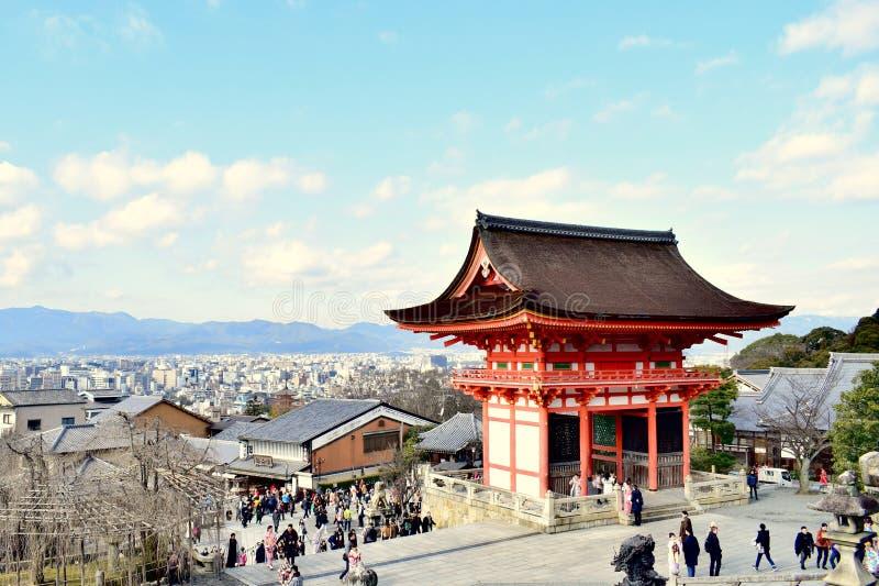 Tempel- und Stadtansicht Kiyomizu-dera und Berg von Kyoto, Japan lizenzfreie stockbilder