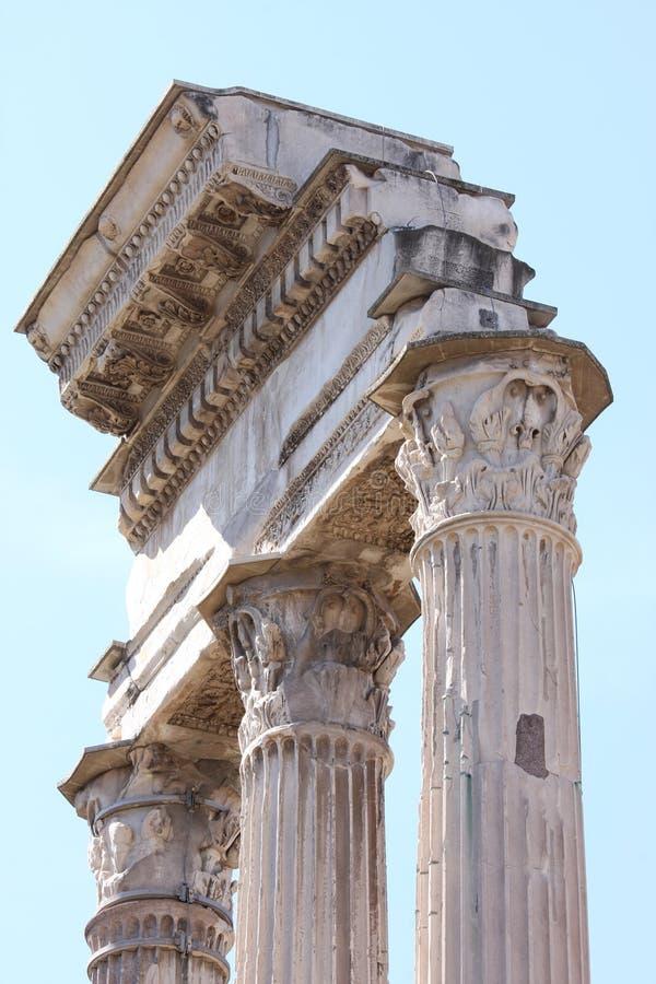 Tempel van Bever en Pollux in Roman Forum, Rome, Italië stock afbeelding