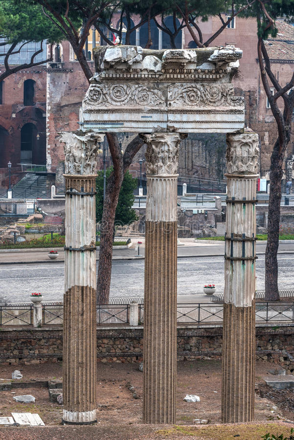Tempel van Bever en Pollux in Roman Forum, Rome, Italië royalty-vrije stock foto