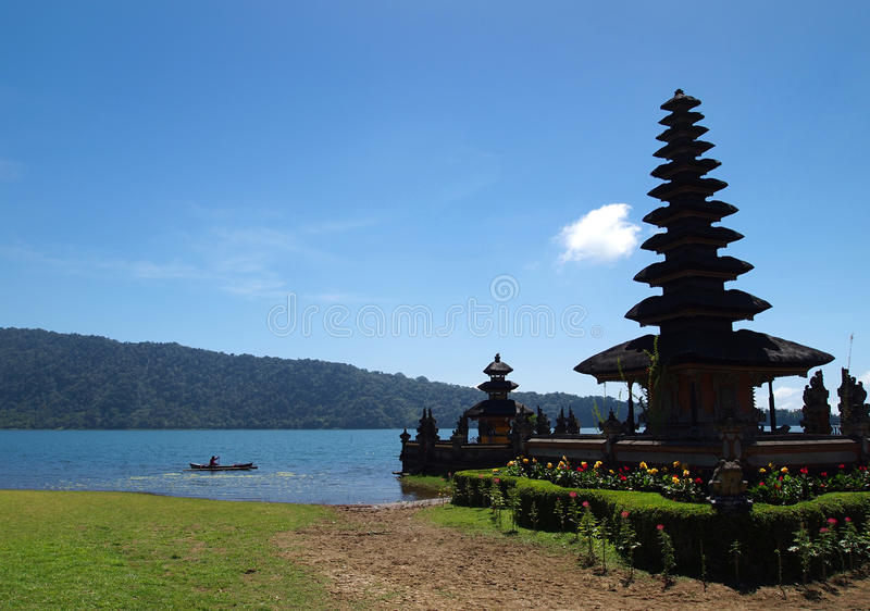 Tempel van Bratan van het Meer van Bali de toneel stock foto's