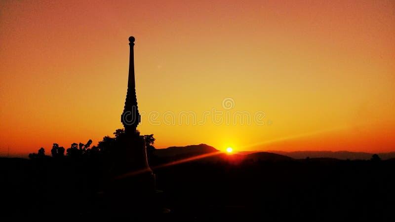 Tempel van de avond in Thailand stock foto