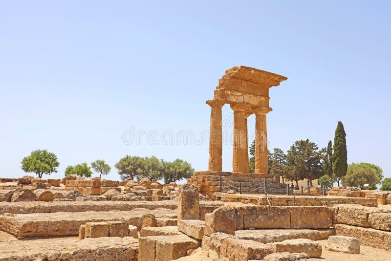 Tempel van de Bever en Pollux van Dioscuri Beroemde oude ruïnes in Vallei van de Tempels, Agrigento, Sicilië, Italië Unesco-Werel royalty-vrije stock afbeelding