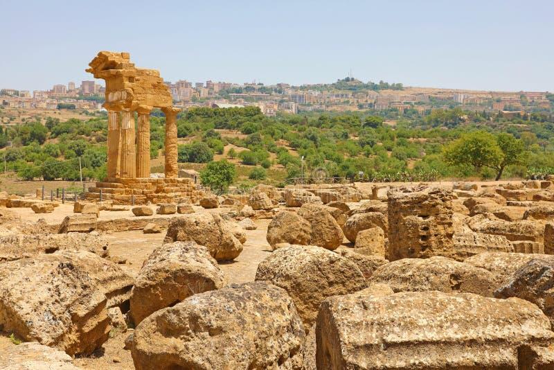 Tempel van de Bever en Pollux van Dioscuri Beroemde oude ruïnes in Vallei van de Tempels, Agrigento, Sicilië, Italië Unesco-Werel stock fotografie