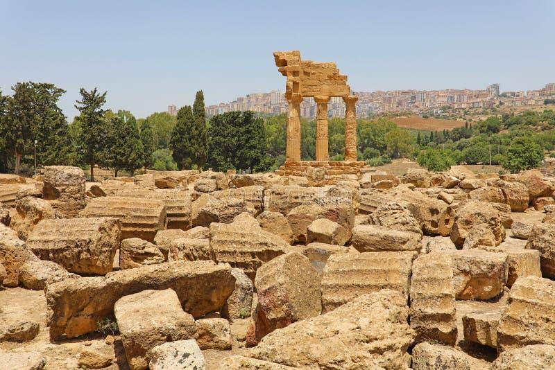 Tempel van de Bever en Pollux van Dioscuri Beroemde oude ruïnes in Vallei van de Tempels, Agrigento, Sicilië, Italië Unesco-Werel royalty-vrije stock fotografie