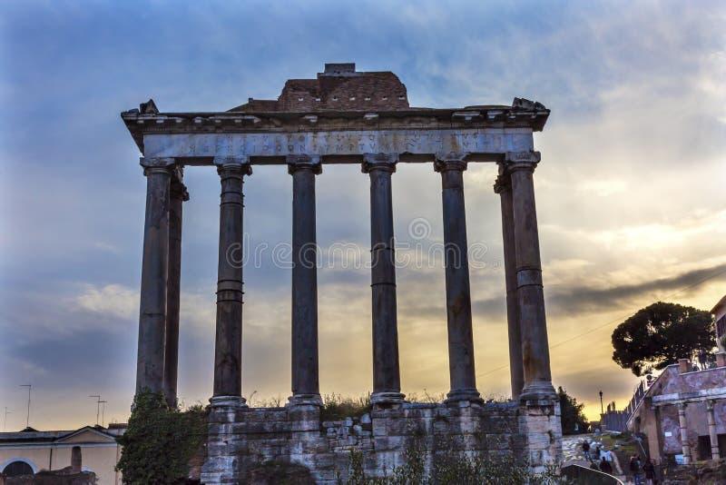 Tempel van de Corinthische Kolommen Roman Forum Rome Italy van Saturn stock foto