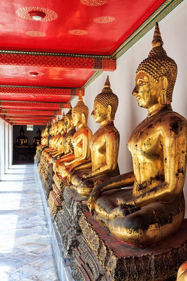 Tempel van Doende leunen Boedha, Thailand Gouden Buddhas stock foto