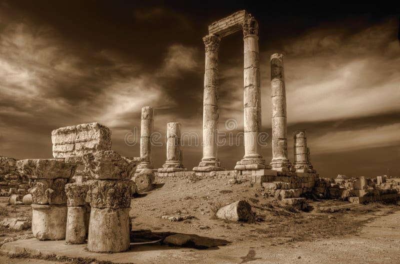 Tempel van Hercules (Amman) in sepia stock foto's