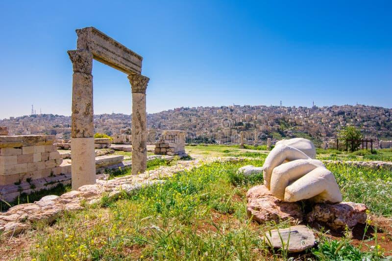 Tempel van Hercules bij Amman Citadel in Amman, Jordanië stock fotografie