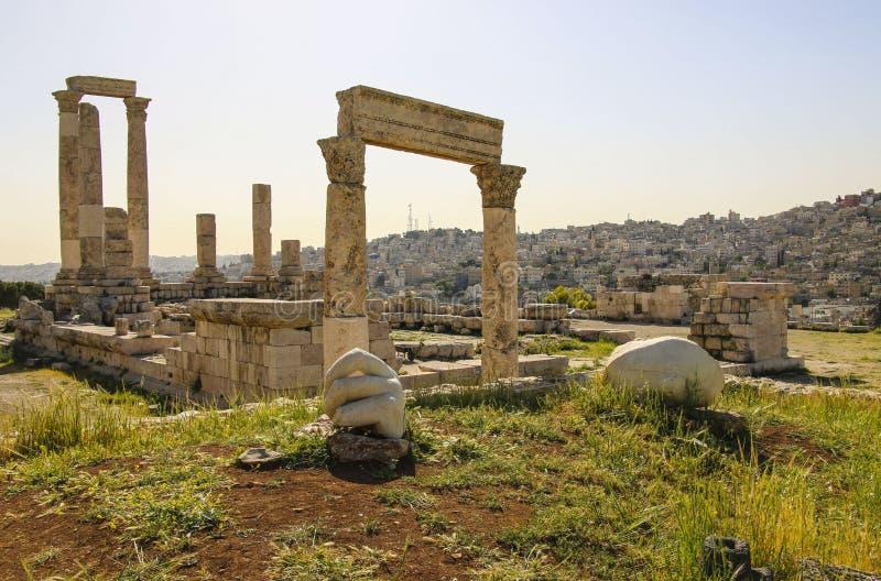 Tempel van Hercules en steenhand van Hercules van Amman Citad royalty-vrije stock foto's