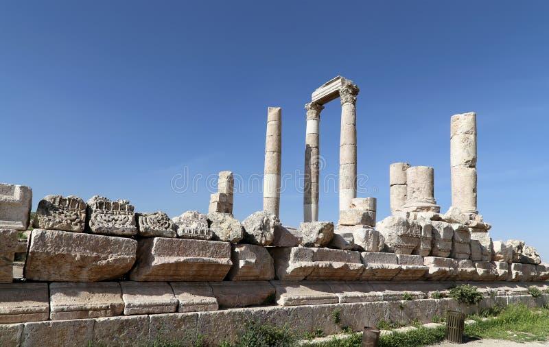 Tempel van Hercules, Roman Corinthian-kolommen bij Citadelheuvel, Amman, Jordanië stock foto