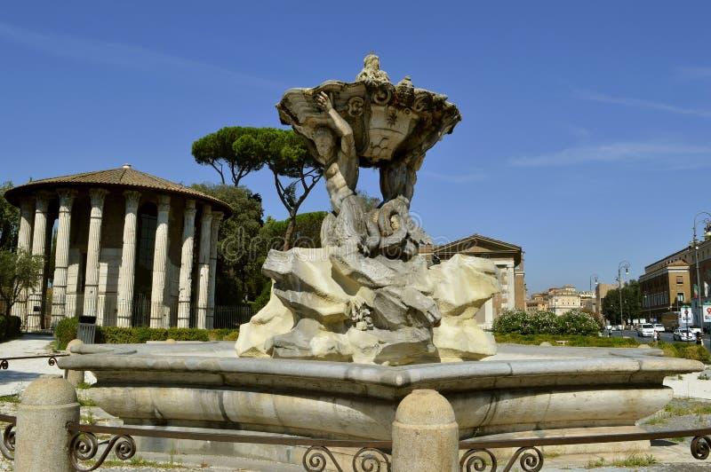 Tempel van Hercules Victor met fontein van Tritons bij de voorzijde royalty-vrije stock afbeeldingen